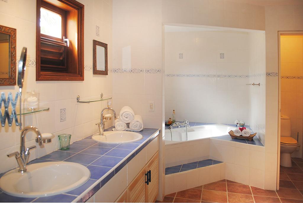 Casa caribe master bathroom