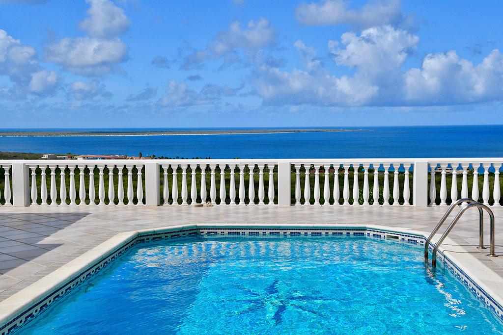 pool and ocean view casa caribe