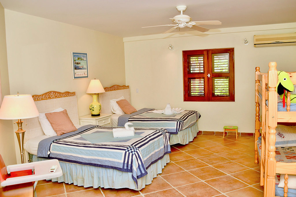 casa caribe bedroom 3 single bed and bunk beds
