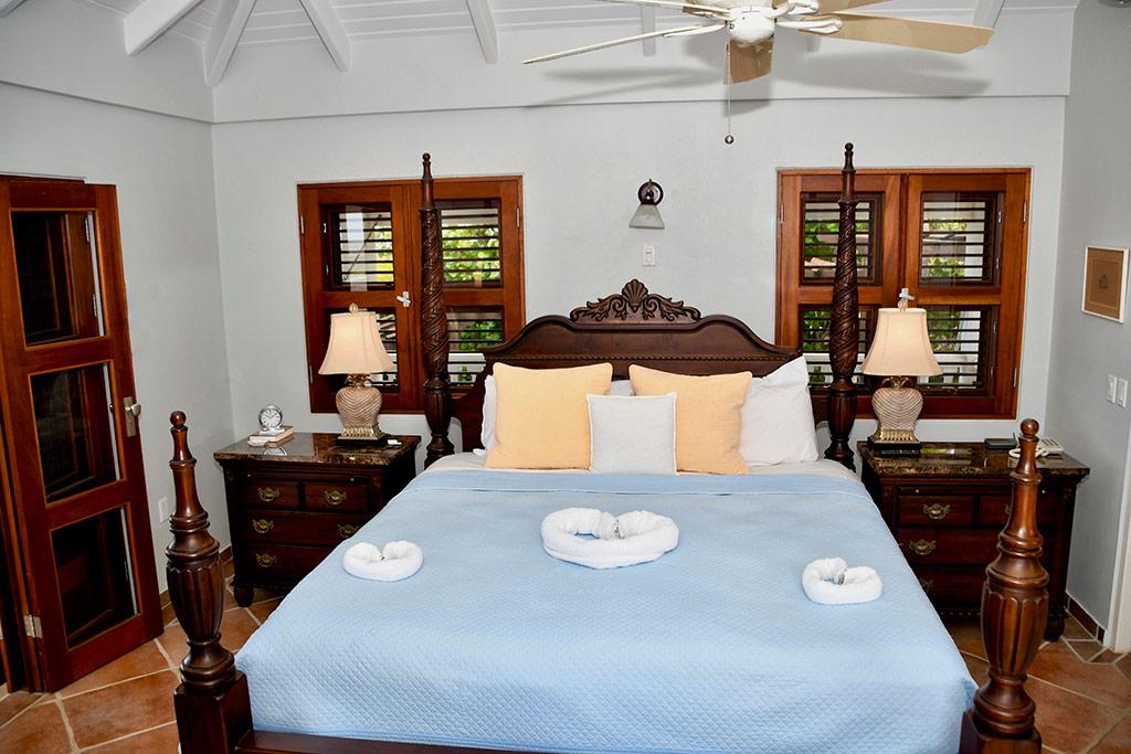 casa caribe master bedroom