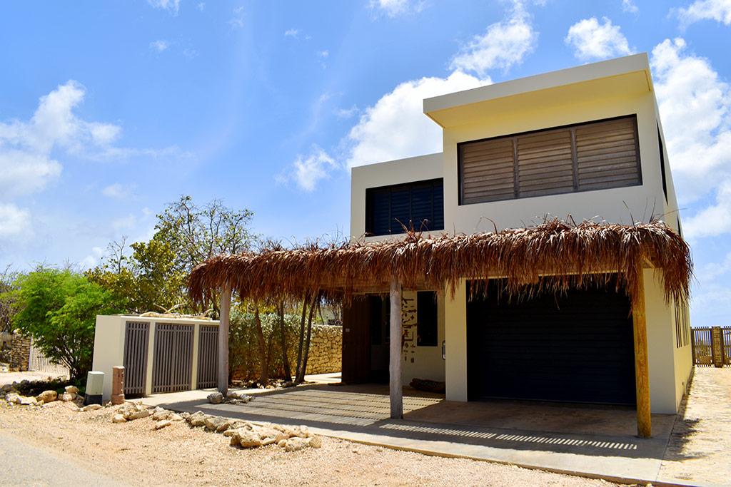 Nos Shelu - Front villa